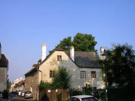 1280px-Beethoven-Wohnhaus_Heiligenstadt_Probusgasse_6_02